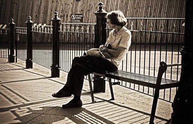 Samotność - czynnik choroby i przedwczesnej śmierci [fot. PublicDomainPictures from Pixabay]