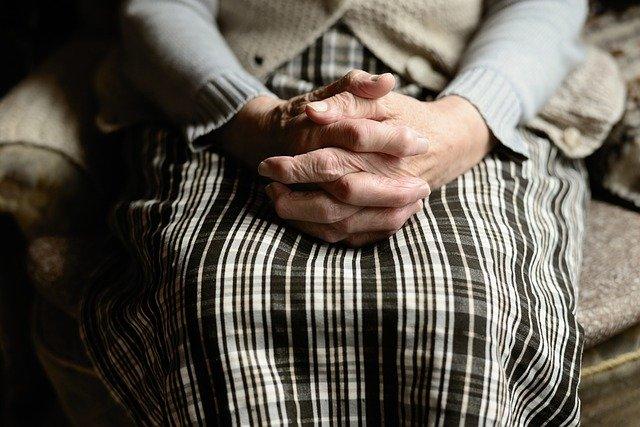 Samotność głównym czynnikiem depresji u starszych [fot. congerdesign from Pixabay]