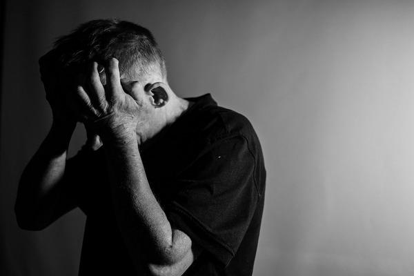 Samotność i zaburzone relacje osłabiają kości? [fot. Małgorzata Tomczak from Pixabay]