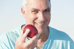 Seniorze nie wstydź się uśmiechać, czyli zakładamy trzecie zęby [© Glamy - Fotolia.com]