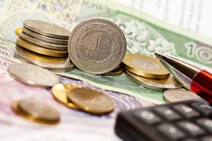 Seniorzy cenią stabilność banku bardziej niż wysokość opłat i prowizji [© Artur Marciniec - Fotolia.com]