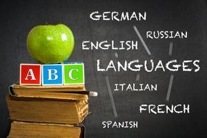 Seniorzy i języki obce. Na naukę nigdy za późno [© Igor Yaruta - Fotolia.com]