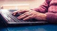 Seniorzy i nowe technologie: dlaczego starsi ciągle unikają takich rozwiązań