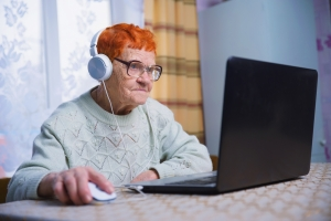 Seniorzy i nowe technologie: dlaczego starsi ciągle unikają takich rozwiązań [Fot. Антон Фрунзе - Fotolia.com]