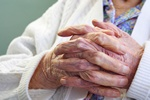 Seniorzy i pracownicy zmianowi cierpią z powodu wykluczenia społecznego [© max blain - Fotolia.com]
