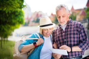 Seniorzy na wakacjach wybierają zwiedzanie [Fot. zinkevych - Fotolia.com]