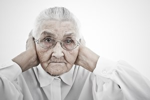 Seniorzy niedowidz� lub niedos�ysz� - zaburzenia sensoryczne s� powszechne [© giorgiomtb - Fotolia.com]