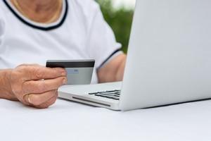 Seniorzy polubili zakupy online [© bnenin - Fotolia.com]