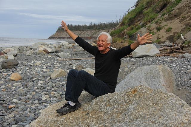 Seniorzy są zdrowsi emocjonalnie niż ludzie młodsi [fot. Rudy Anderson from Pixabay]