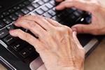 Seniorzy sięgają po portfel by płacić w e-sklepach [© Dmitry Naumov - Fotolia.com]