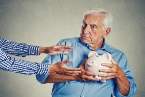 Seniorzy zagrożeni próbami wyłudzeń [Fot. pathdoc - Fotolia.com]