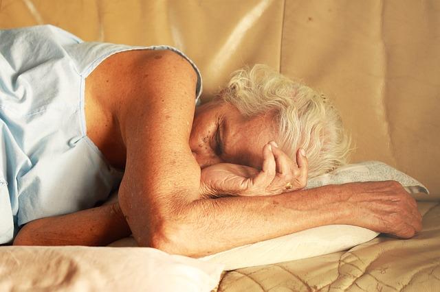 Senność w ciągu dnia - o jakich chorobach może świadczyć [fot. Dechathorn Amatayakun z Pixabay]