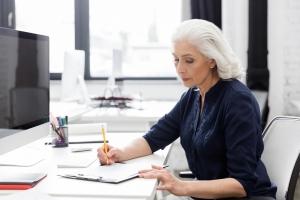 Siedzący styl życia przyspiesza starzenie się u kobiet [Fot. Drobot Dean - Fotolia.com]
