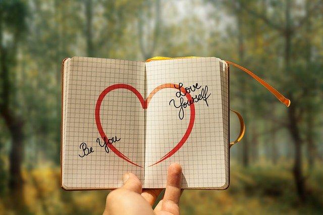 Silne poczucie własnej wartości zapobiega chorobom u seniorów [fot. Gerd Altmann from Pixabay]