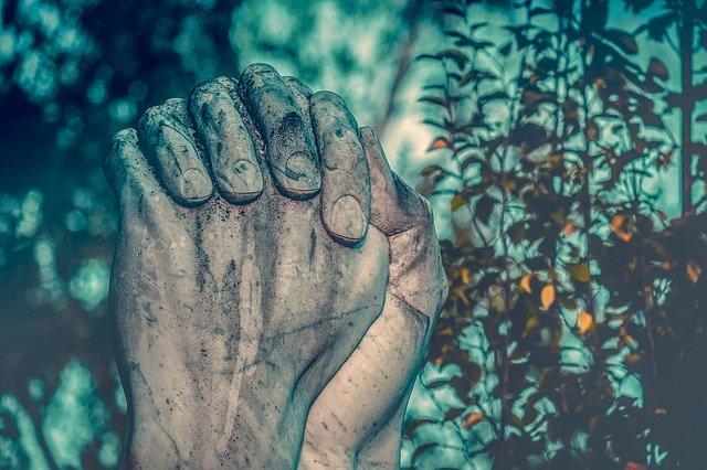 Skąd biorą się przekonania religijne? Odpowiedzialny może być niepokój [fot. Couleur from Pixabay]