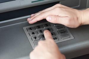 Skimming: elektroniczna kradzież. Uważaj przy bankomacie! [© ia_64 - Fotolia.com]