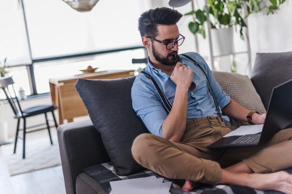 Skróć czas siedzenia choćby o pół godziny - będziesz żyć dłużej [Fot. lordn - Fotolia.com]