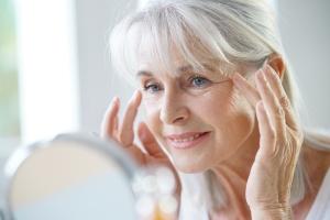 Skuteczne odmładzanie - ćwiczenia twarzy [Fot. goodluz - Fotolia.com]