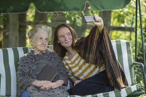 """Słynne """"selfie"""" realnie poprawia nam nastrój [© De Visu - Fotolia.com]"""