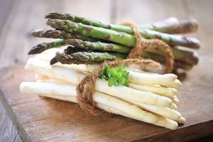Smaczne i bardzo zdrowe: szparagi. Jak je przyrządzać? [© BeTa-Artworks - Fotolia.com]