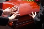 Śmierć w rodzinie: jak poradzić sobie z żalem po utracie bliskiej osoby [© itsxtian - Fotolia.com]