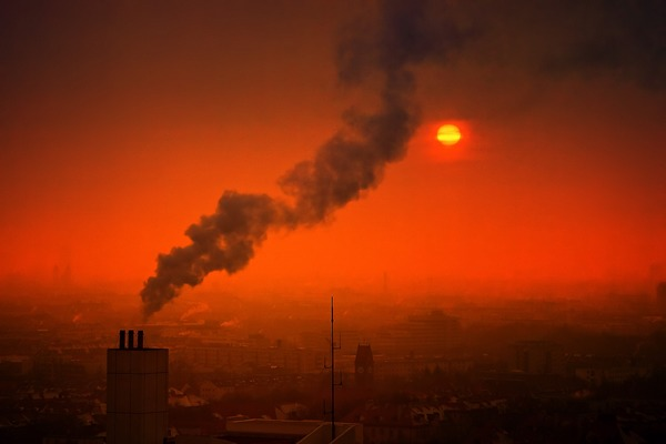 Smog szkodliwy jak papierosy: niszczy płuca wywołując rozedmę [fot. Johannes Plenio z Pixabay]