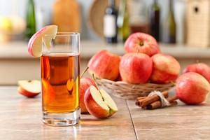 Sok jabłkowy. Zdrowie w szklance [© Igor Normann - Fotolia.com]