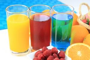 Sok, nektar, nap�j owocowy - co pi� i jak odr�nia�?  [©  yasuhiro - Fotolia.com]