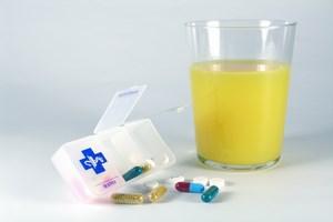 Soki owocowe i leki – nie zawsze dobre po��czenie [© Ewa Brozek - Fotolia.com]