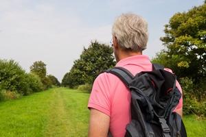 Spacery zmniejszają ryzyko złamania biodra u mężczyzn [© Ivonne Wierink - Fotolia.com]