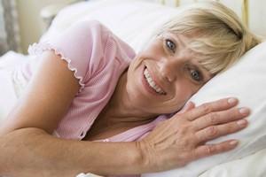 Śpij na boku. Dzięki temu możesz uniknąć choroby Alzheimera lub Parkinsona! [© Monkey Business - Fotolia.com]