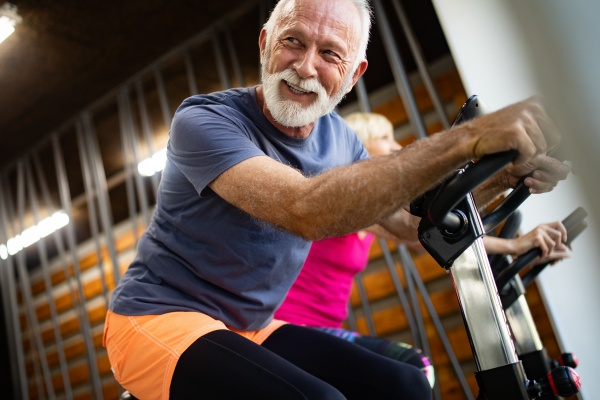 Sport po pięćdziesiątce - nadmiar wysiłku zwiększa ryzyko zapalenia stawów [Fot. nd3000 - Fotolia.com]