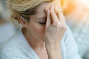 SposÃłb na migreny - nie tylko leki [Fot. goodluz - Fotolia.com]