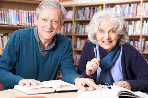 Sposób na długowieczność: dobre wykształcenie [Fot. highwaystarz - Fotolia.com]