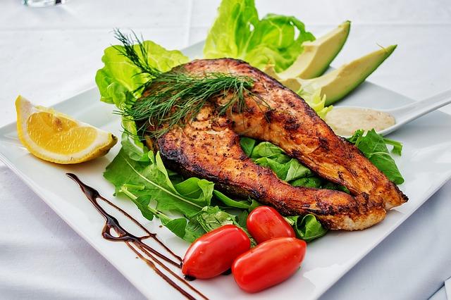 Sposób na migreny: więcej tłuszczu rybnego, mniej roślinnego [fot. DanaTentis from Pixabay]