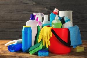 Sprzątanie groźne dla zdrowia? Płyny do czyszczenia mogą szkodzić jak papierosy [Fot. kucherav - Fotolia.com]