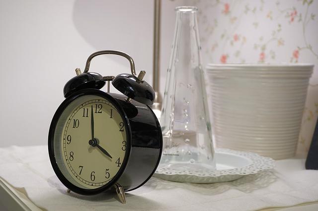 Stałe pory snu najlepsze dla zdrowia serca [fot. Andreas Lischka from Pixabay]