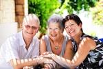 Starsi, ale nie samotni - jak to osiągnąć [© hannamonika - Fotolia.com]