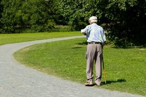 Starsi bardziej ceni� sw�j czas. Istotnie ograniczaj� relacje spo�eczne [© Yvonne Weis - Fotolia.com]
