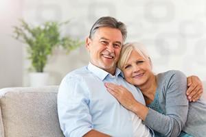 Starsi ludzie mają mniejsze wymagania wobec potencjalnych partnerów [© pikselstock - Fotolia.com]