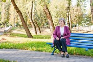 Starsze kobiety spędzają 10 godzin dziennie na siedząco [© Maya Kruchancova - Fotolia.com]