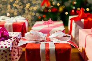 Świąteczne prezenty: perfumy, zabawki i kosmetyki  [© Syda Productions - Fotolia.com]