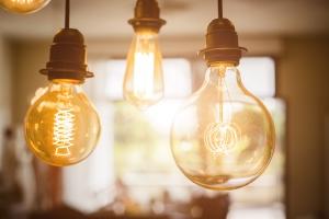 Światło dla Seniora. Jakiego oświetlenia potrzebują starsze osoby? [Fot. phRed - Fotolia.com]