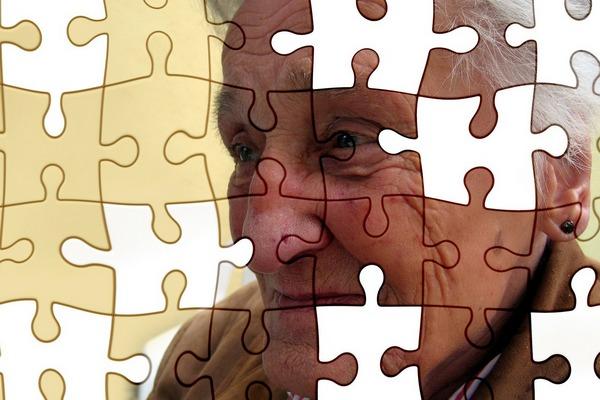 Światowy Dzień Choroby Alzheimera - co parę sekund nowy przypadek choroby [fot.  Gerd Altmann z Pixabay]