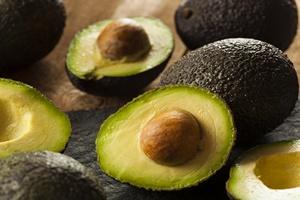 Światowy miesiąc awokado - dlaczego warto jeść te owoce [© Brent Hofacker - Fotolia.com]