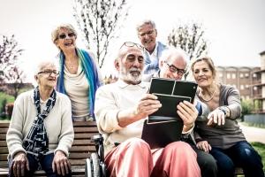 Szczęście w starszym wieku zapewni... przyjaźń [Fot. oneinchpunch - Fotolia.com]