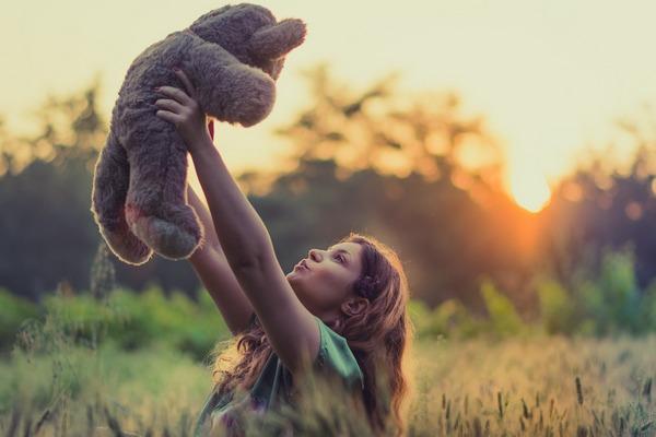 Szczęśliwe dzieciństwo to lepszy na stan zdrowia w wieku dojrzałym [fot. Pexels z Pixabay]