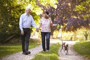 Szybkie spacery mogą przedłużyć życie kobiet [Fot. Monkey Business - Fotolia.com]
