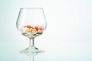 Tabletka na alkoholizm?  [© Sergey Novikov - Fotolia.com]