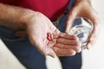 Tabletki przeciwbólowe wywołują ból głowy! [© diego cervo - Fotolia.com]